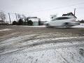 Varovanie meteorológov: Chodci a vodiči pozor, šmýka sa!