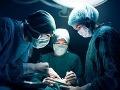 Tínedžerke (16) operovali slepé črevo, zrazu zostali chirurgovia v šoku