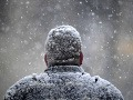 Severné Japonsko trápi mohutná snehová víchrica: Hrozia lavíny a vysoké vlny