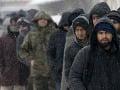 Maďarská prokuratúra obvinila skupinu prevádzačov migrantov: Riadil ju muž žijúci v SR