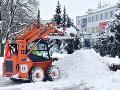 Zima neodchádza, práve naopak: Čaká nás intenzívne sneženie, vodiči, dávajte si pozor na cestách