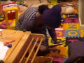 Sadistická opatrovateľka sa načisto zbláznila: VIDEO trestu, z ktorého je rodičom zle