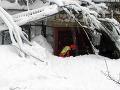 Neúnavná práca hasičov sa vyplatila: Z hotela, ktorý zasypala lavína, zachránili štyri deti