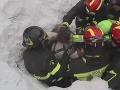 Nové informácie o ničivej lavíne v Taliansku: Pitva odhalila detaily smrti obetí