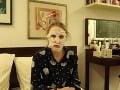 Veronika Ostrihoňová s bielou pleťovou maskou na tvári.