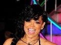 Ovisnuté prsia a holá vagína: Táto speváčka bielizeň nenosí!
