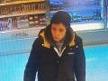 Krádež v Brezne: Policajti pátrajú po mužovi, ktorý odcudzil dve voňavky