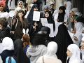 VIDEO Protesty moslimov vo Viedni: Integračné zákony majú zakázať aj nosenie hidžábu