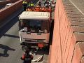Šofér kamión s nebezpečnými látkami ukradol.