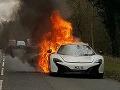 FOTO Luxusné auto McLaren zhorelo v plameňoch: Vodička z ohňa zachraňovala nákupy