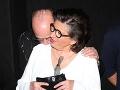 Takto na verejnosti vybozkával Zuzanu Kronerovú jej kolega Pavel Nový na premiére nového filmu Bába z ledu.