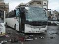 K útoku v Damasku sa prihlásili teroristi al-Káidy: Bomby pri cintoríne zabili 74 ľudí