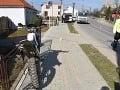 Tragická nehoda pri obci Beckov: Muž  (†36) bez vodičáku narazil do stĺpa, zraneniam podľahol