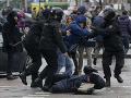 V Bielorusku pokračujú demonštrácie proti Lukašenkovmu režimu, polícia ich brutálne potlačila