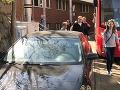 Chrapúň na audi zablokoval dopravu v Bratislave: FOTO Vodič sa bál, ľudia nadávali