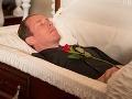 Pohreb sa zmenil na horor: Chcela naposledy vidieť manžela, pohľad do rakvy a prišlo to najhoršie