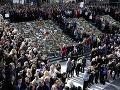 Švédi si uctili obete teroristického útoku: Centrum Štokholmu zaplnili tisícky