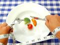 Bláznivé diéty, ktoré sľubujú zázračné schudnutie: POZOR, dievčatá dohnali až k anorexii!