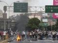 VIDEO Vo Venezuele vládne chaos, demonštrácie sa stupňujú: Hlásia už 24 obetí