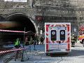 Nehoda pri odstreli v tuneli Višňové: Zranený robotník, odvážala ho záchranka