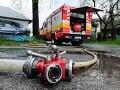 Silná búrka páchala škody v Medzilaborciach: Voda zaplavila cestu aj domy, zasahujú hasiči