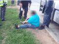 VIDEO Na mol opitý kamionista (40) z Česka nevládal stáť na nohách: Na druhý deň si nič nepamätal