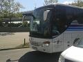 Nahnevaní Bratislavčania: Vodiči autobusov zatarasili cestu, sťažený prechod pod Mostom SNP
