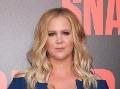 Bucľatá blondínka vystavila na premiére prsia: Aha, ukázala sa aj nahá!