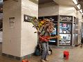 VIDEO Toto môžete zažiť iba v New Yorku: Hudobník to naplno rozbalil v metre
