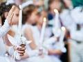 Rasizmus v trnavskom kostole? Rodičia nechceli, aby ich deti sedeli na prijímaní s rómskym dievčatkom!