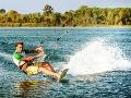 Tragédia na jazere: Vietor vyniesol inštruktora (†37) do výšky, smrteľná rana do stĺpa