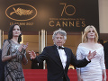 Eva Green vyzerala na červenom koberci skvele. Zapózovala si s režisérom Romanom Polanski a kolegyňou Emmanuelle Seigner.
