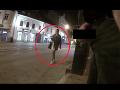 Odporné! V bratislavských uliciach vyčíňa úchylák: Nechutnosti si natáča a uverejňuje na pornowebe