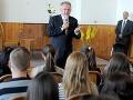Kiska diskutoval so študentmi v Leviciach: Hlavnými témami protikorupčné pochody, Kotleba a Rómovia