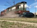 Tragická nehoda v susednom Poľsku: Zrážka vlaku s osobným autom má svoje obete