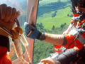 VIDEO zo záchrannej akcie pri Banskej Bystrici: Paraglajdista skončil na strome
