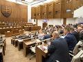 Platy poslancov odtajnené: Za pol roka dostali vyše 2,5 milióna eur