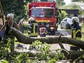 V Poľsku odstraňujú dôsledky ničivých búrok: 30.000 domácností je stále bez prúdu