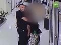 VIDEO Reakcia policajta postavila na nohy celý svet: Napriek hrozbe smrti urobil neskutočné gesto