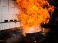 V ubytovni pre bezdomovcov vypukol požiar: Hlásia dvoch mŕtvych