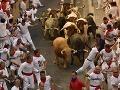FOTO Krvavý beh s býkmi v Pamplone: Dvoch ľudí nabrali na rohy