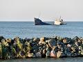 Pri pobreží Kamerunu sa potopila vojenská loď, až 34 ľudí je nezvestných