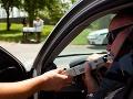 Kuriózny prípad z Lučenca: Policajti sa nestačili diviť, jedno auto a traja opití šoféri