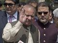 Pakistanský expremiér Šaríf je dočasne na slobode: Dovolia mu ísť na pohreb jeho ženy