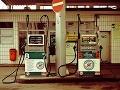 Manželia zabudli na českom odpočívadle veľkú sumu peňazí: Odporné odhalenie polície na benzínke