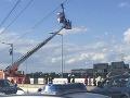 Ľudia boli uväznení na lanovke v Nemecku: FOTO Záchranná akcia, zasahoval žeriav