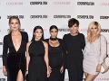 Kris Jenner so svojimi dcérami.
