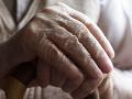 Muž (48) nepozná hanbu, trúfol si na starčeka: Otrepaný trik, hrozí mu basa