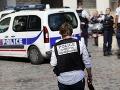 Dráma priamo na ulici v meste blízko Paríža: Policajt zabil troch ľudí a následne seba