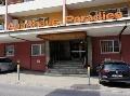 Švajčiarsky hotel sa postaral o škandál: Cedule pre hostí vyvolali obrovské pobúrenie